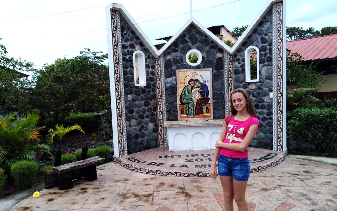 Martina Holgado, una niña de 12 años, es misionera en Ecuador