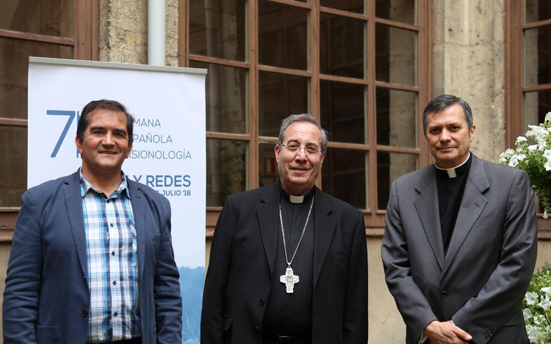 """""""Somos misioneros en la era digital, y en ella es imprescindible conocer los códigos"""" Mons. Lucio Adrian en la Semana Misionología de Burgos"""