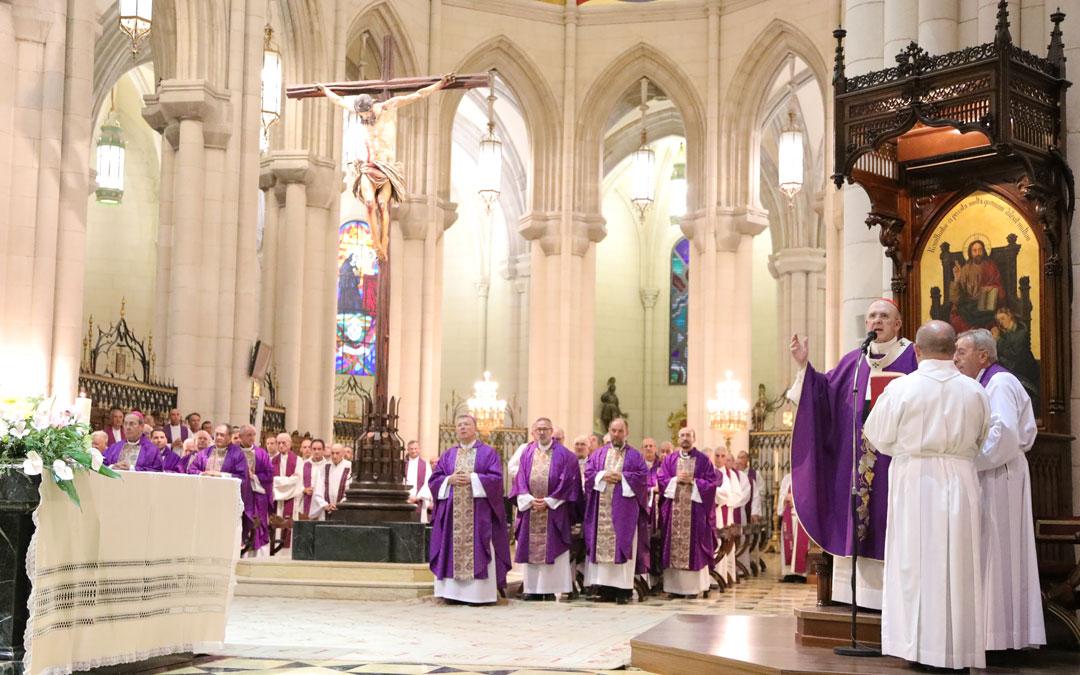 Cardenal Osoro, en el funeral por Anastasio Gil: «Vivió con pasión por dar a conocer el Señor»
